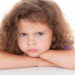 Niño enojado y niño que dice no: cómo actuar