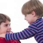 Hermanos que se pelean: qué hacer con los celos de los niños