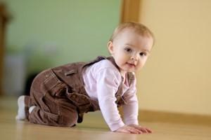 Tips para acondicionar la casa cuando el bebé gatea