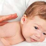 Cómo solucionar el reflujo de tu bebé: síntomas, remedios