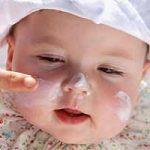 Consejos para cuidar la piel de tu bebé: el baño, los pañales, la ropa