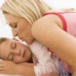 Cómo despertar a los niños: temprano, en la mañana, para ir al colegio, de la siesta