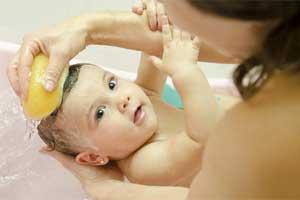 Con qué jabón puedo bañar a mi bebé recién nacido