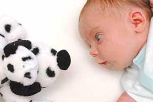 Cuándo empiezan a ver bien los bebés recién nacidos